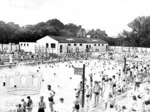 Public Buildings Archives - Page 27 of 28 - Lewisham Borough- Looking towards the shallow end of Bellingham Open-Air swimming pool where I worked in the summers of 1963 and 1965 (a mis-spent youth!)