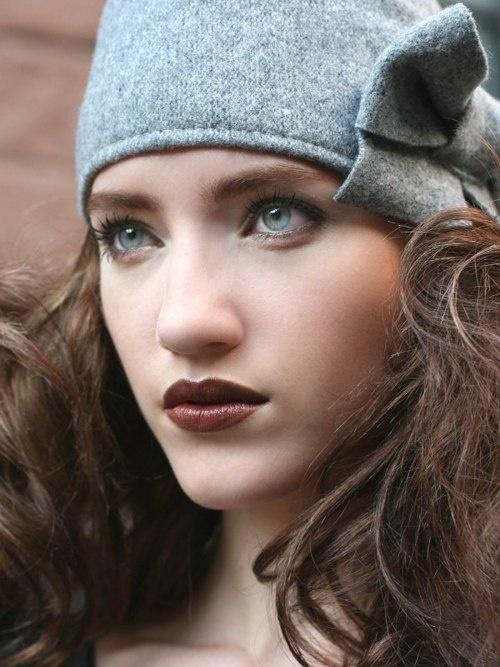 Dark lips and great eyes