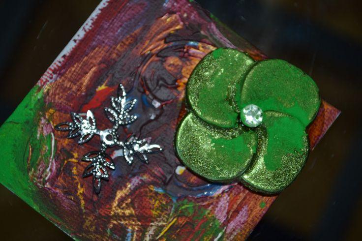 """Mini tableau """"Mon trèfle vert à quatre feuilles"""" avec perles, peinture, métal : Peintures par les-perles-de-eihpos"""