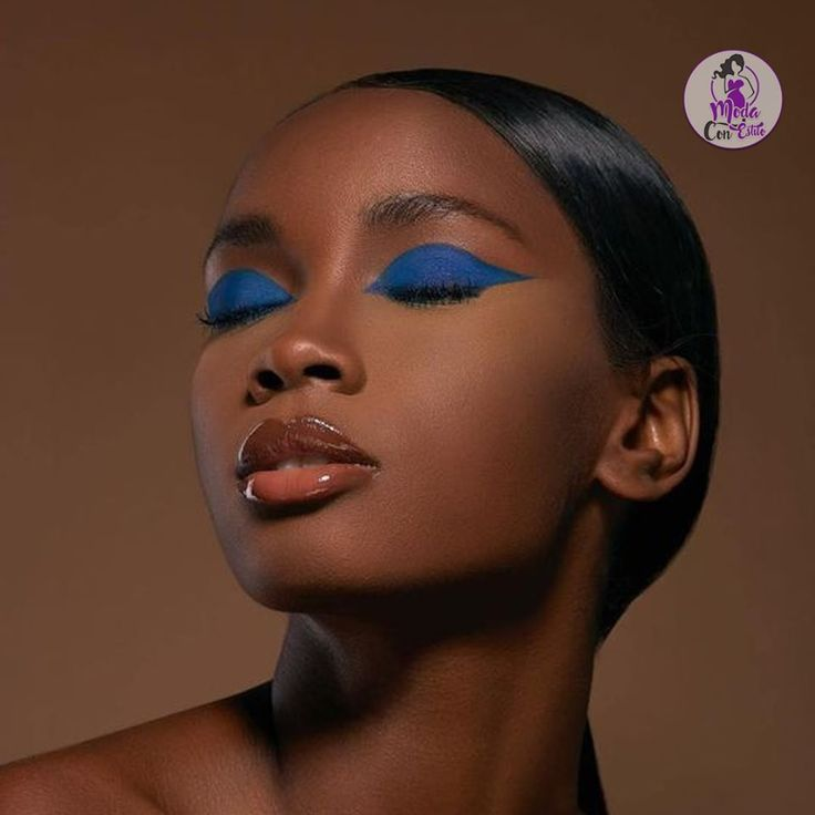 """#frases """"Los momentos que miramos hacia atrás son momentos desperdiciados. Mira siempre hacia adelante"""" #maquillaje Makeup Inspo, Beauty Makeup, Hair Makeup, Makeup Ideas, Black Girl Makeup, Girls Makeup, Cute Makeup, Pretty Makeup, Glow Skin"""