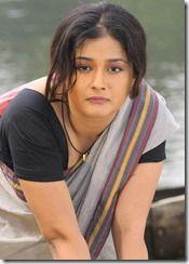 Kiran Rathod Hot in Saree @ Vetade Mrugam Movie Stills