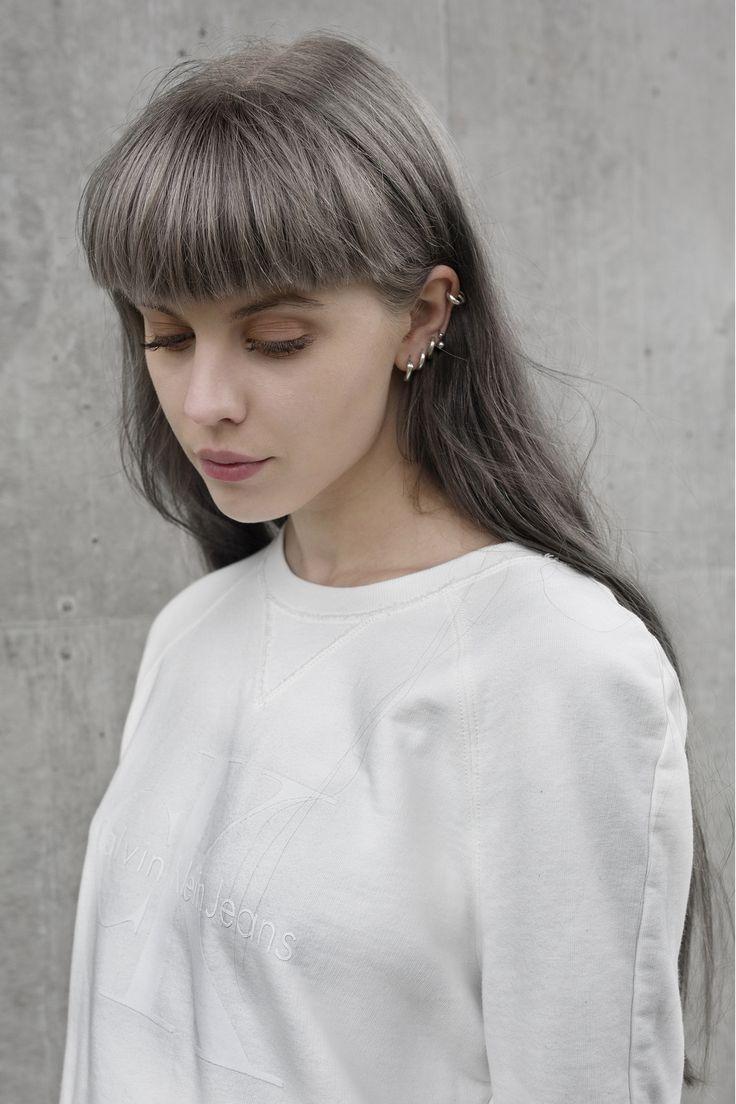 """Kär i min vita sweatshirt från Calvin Klein från deras nya limited edition capsule med den ikoniska retro """"cK"""" loggan. Tycker det är"""