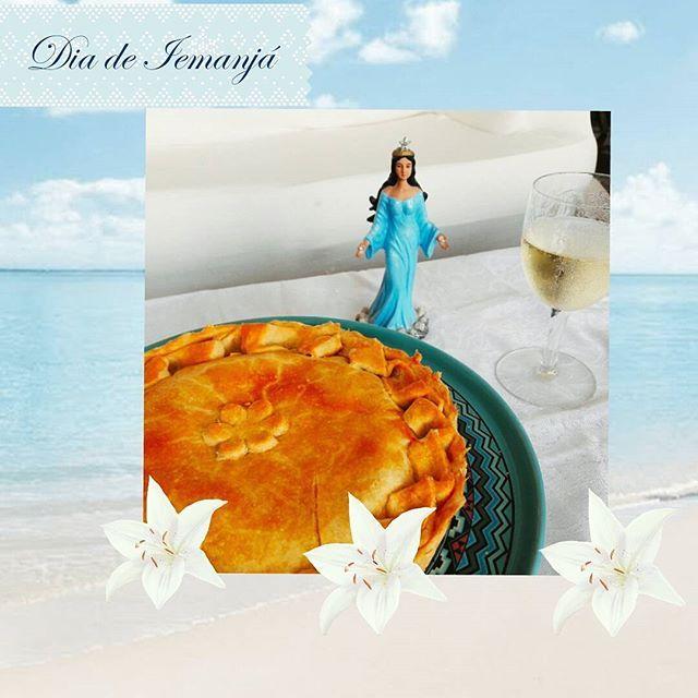"""""""É água no mar, é maré cheia ô Mareia ô, mareia É água no mar"""" Hoje é dia da Rainha do Mar.  Que tal comemorar este dia com nossa Torta de Camarão? #tortadecamarão #iemanjá 🌱🐟🐄🍫🍰 @donamanteiga #donamanteiga #danusapenna #amanteigadas #gastronomia #food #bolos #tortas www.donamanteiga.com.br"""