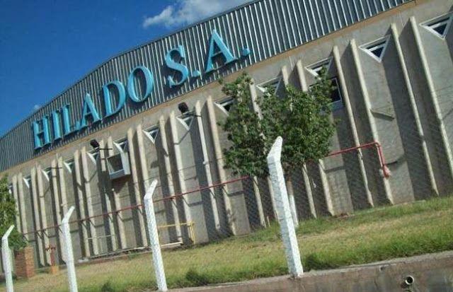 """DOS TEXTILES RIOJANAS ECHARON A 263 TRABAJADORES POR """"LA APERTURA DE LAS IMPORTACIONES""""   Dos textiles riojanas echaron a 263 trabajadores por """"la apertura de las importaciones de Nación""""Dos fábricas textiles del parque industrial de La Rioja anunciaron el despido de 263 operarios y los trabajadores del sector realizaron una marcha hacia el Ministerio provincial de Industria. Según la secretaria de Trabajo local es una consecuencia directa de la apertura de importaciones que decidió el…"""