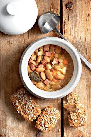 Boontjiesop en volkoringbrood | SARIE | Bean soup and wholegrain bread