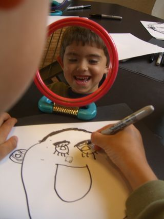 Great idea for an art project to keep a little one busy while we start our Christmas preparations.