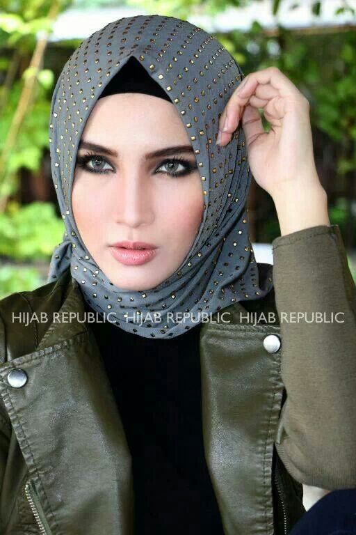 Hijab Republic - i don't understand this new pointy fashion, but i like the scarf itself!