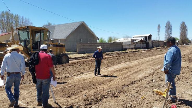 En días pasados el alcalde Jesús Noé Mendoza Ochoa, acudió a supervisar los trabajos de pavimentación con concreto hidráulico que se realizan en la...