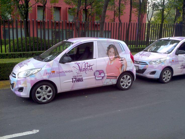 Publicidad para serie de televisión Violetta por Disney Channel