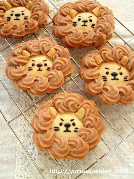 Lion cookies ~ adorable! Don't look for a recipe (unless you read Chinese). Looks simple enough...sugar cookie on bottom and swirled peanut butter cookie dough on top, with a couple of peanut halves for ears. The face features can be your own creativity.