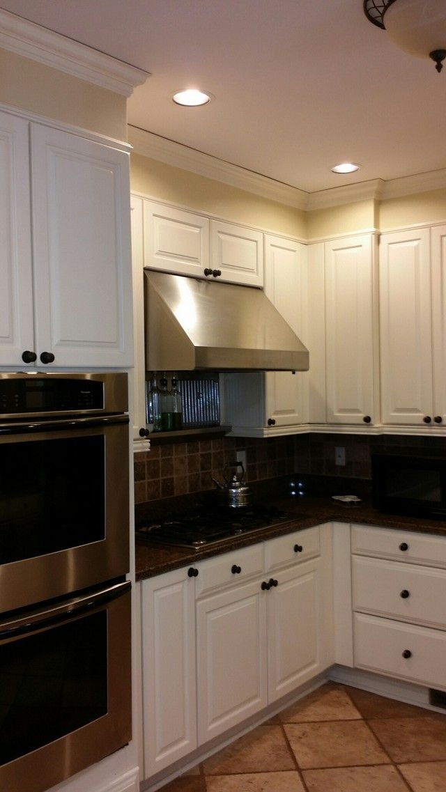 Simple Soffit That S Not A Perfect Color Match To Cabinets