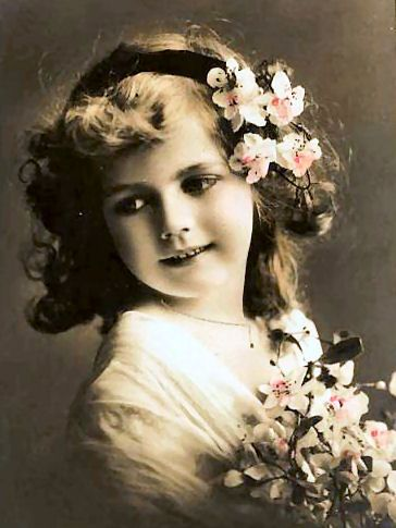 Victorian girl with flowers in her hair:    http://lilac-n-lavender.blogspot.com/2012/03/irish-blessings-free-gift-tags.html