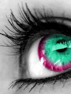 The aqua and magenta colors make this eye so inviting and other-worldliness.