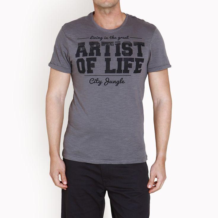 Γκρι t-shirt με στάμπα, 17,90€.