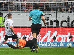 Erzielte die Führung für die Eintracht: Ante Rebic (li.). Eintracht gewinnt nach Platzverweis für Falette in Unterzahl: Haller schockt Stuttgart in letzter Sekunde http://www.kicker.de/news/fussball/bundesliga/spieltag/1-bundesliga/2017-18/7/3827647/spielbericht_eintracht-frankfurt-32_vfb-stuttgart-11.html
