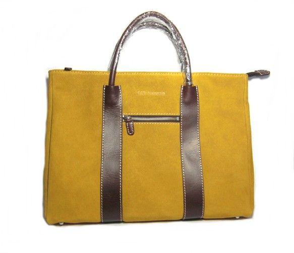 贅沢な素材を効果的に使用し、そして素敵なデザインと実用性を兼ね備えたバッグです。性別問わず、ご使用頂いております。イタリア製牛革スムースとスエード革を使用して...|ハンドメイド、手作り、手仕事品の通販・販売・購入ならCreema。