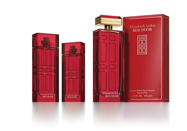 Red Door es la fragancia clásica, elegante y emblemática de Elizabeth Arden.  Desde su lanzamiento en el 1989, Red Door ha sido símbolo de glamour y lujo, inspirada por la icónica puerta roja. En honor a la celebración de los 100 años de Elizabeth Arden, Red Door se ha relanzado con un cautivador nuevo frasco y diseño de empaque.  La misma clásica fragancia que adoras, pero ahora con un lujoso nuevo look.