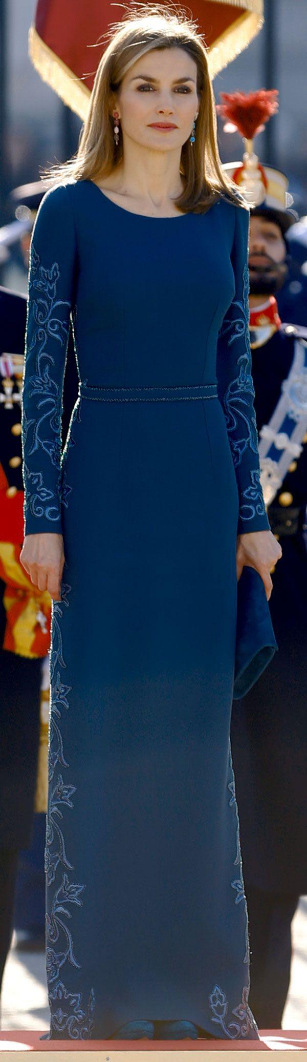 En su primera Pascula Militar como Reina, Letizia repitió el vestido de Felipe Varela que estenó el año padado para la Recepción al Cuerpo Diplomático
