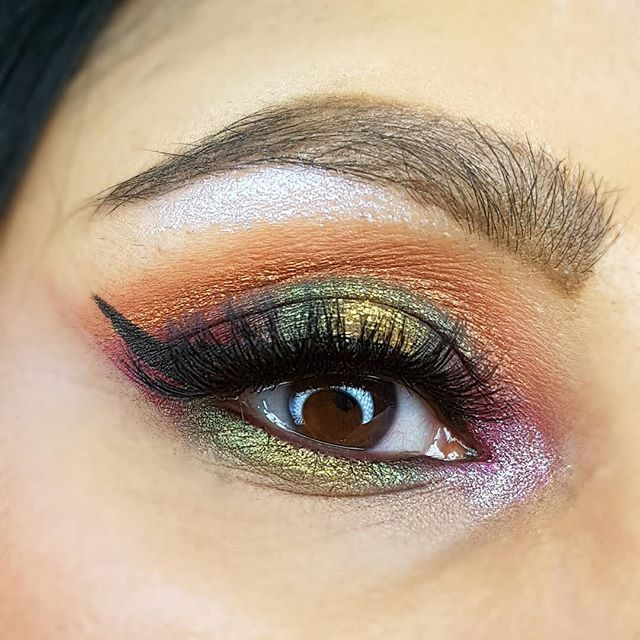 Happy Wednesday! Created this halo eye look using the OPV Yemoja palette! These eyeshadows are so buttery and pigmented - blending them was a breeze! Also used a Stila duochrome magnificent metals eye glitter on the inner corner and brow! For the lips I u (scheduled via http://www.tailwindapp.com?utm_source=pinterest&utm_medium=twpin)