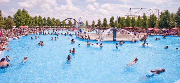 Scopri quali sono i parchi acquatici più grandi d'Italia, per trascorrere una giornata estiva all'insegna del relax e del divertimento.