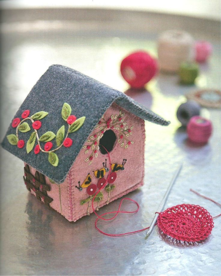 Felt bird house. Nx