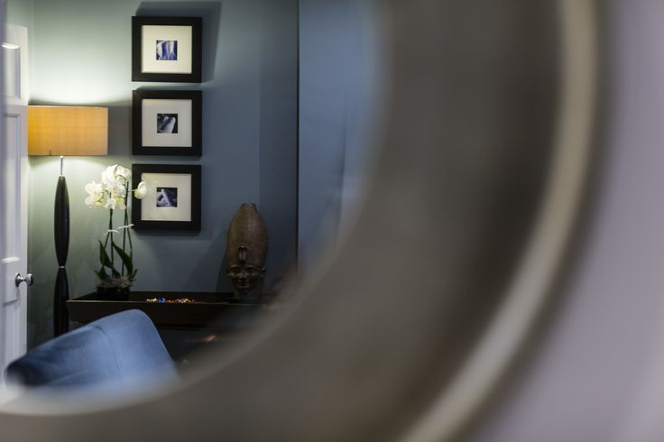 This hotel interior design project within a Grade II listed building at The Montagu Place Hotel, London Hotel, near Baker street, has been refurbished to suit its use as a boutique hotel. The blue lounge interior offers a contemporary interior twist to a classic scheme, sympathetic to the Georgian building.