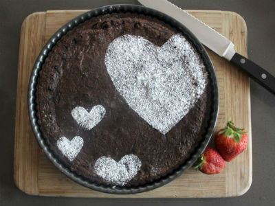 Powdered sugar hearts - Simple and Unique DIY Cake Decorations & 249 best Cake Decorating Solutions images on Pinterest | Food cakes ...