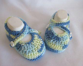 Articoli simili a Uncinetto prop foto di Tinker bell stivaletti scarpe Mary Janes Pom Pom calce verde Shimmer Sparkly Baby Girl principessa fata regalo doccia su Etsy
