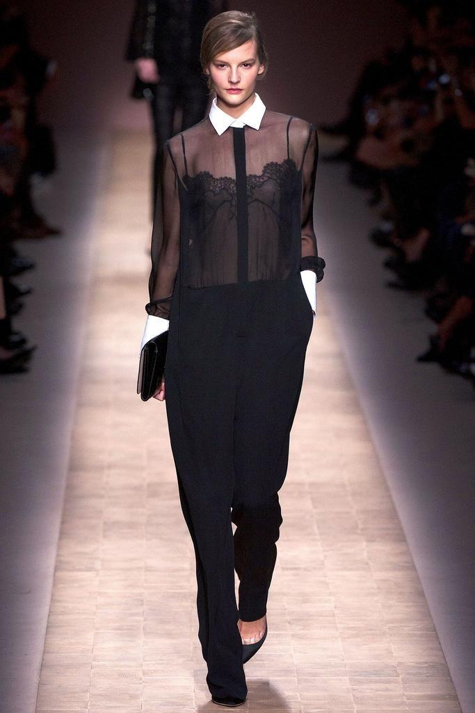 случае фото шифоновых блузок с показов высокой моды отличает