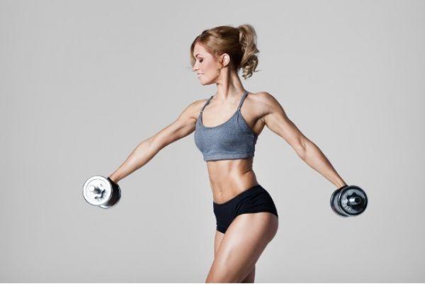 Aktywność fizyczna a samoocena. Spotykasz znajomego po kilku latach - nie poznajesz go, ale nie tylko dlatego, że schudł 15 kilo i nosi ubrania o kilka rozmiarów mniejsze. Coś jeszcze się w nim zmieniło...Czy regularne treningi dały mu coś więcej niż tylko zdrowie i lepszy wygląd? Czy ćwiczenia fizyczne mogą mieć korzystny wpływ na poczucie własnej wartości?