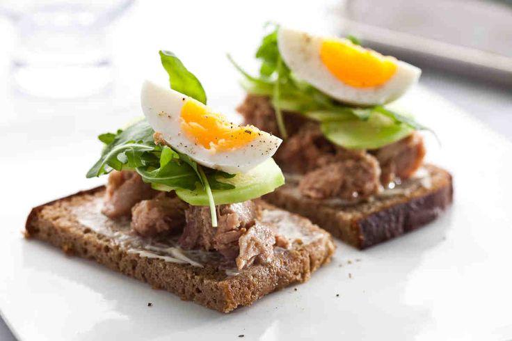 Kanapka z tuńczykiem, świeżym ogórkiem i jajkiem #breakfast #omnomnom #smacznastrona #śniadanie #pyszne #mniam