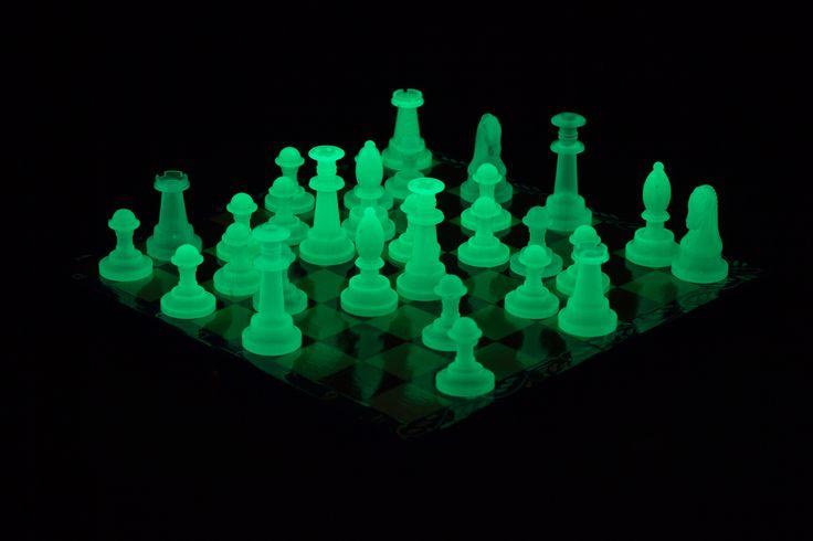 Светящиеся шахматы. Люминесцентная краска для пластиковых поверхностей Acmelight Plastic ***** Glowing chess. Luminous paint for plastic surfaces Acmelight Plastic #glowing #chess #luminous #paint #plastic