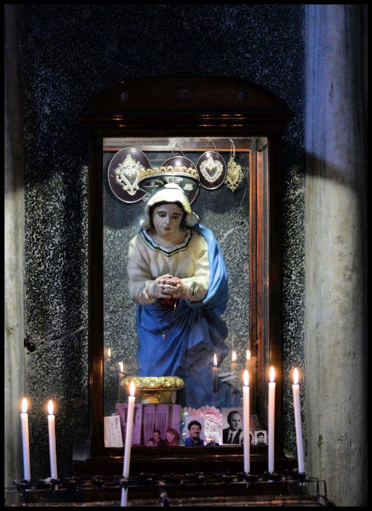 Santa Prassede - Basilica di Santa Prassede, Roma. La statua è stata distrutta il 30 settembre 2016 da un folle islamico per odio religioso.