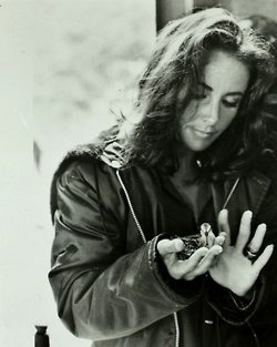 Elizabeth Taylor~love this picture of her dressed in casual leather with her hair down.