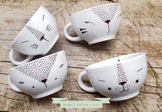 Petits chats sur porcelaine blanche...
