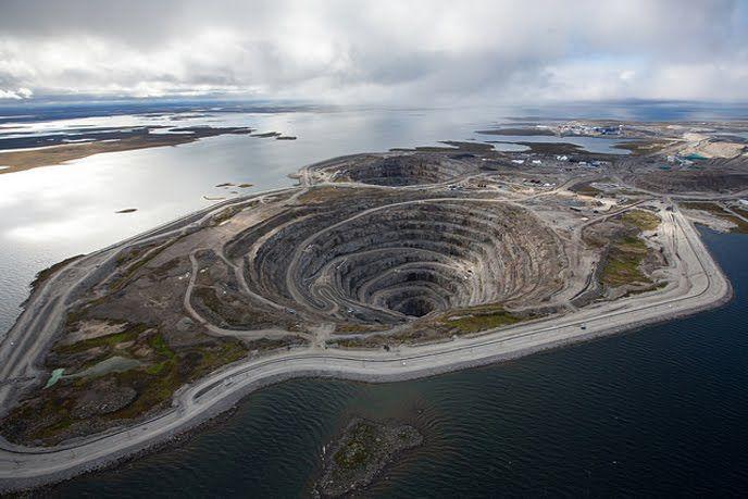 Miniera di diamanti in Canada.