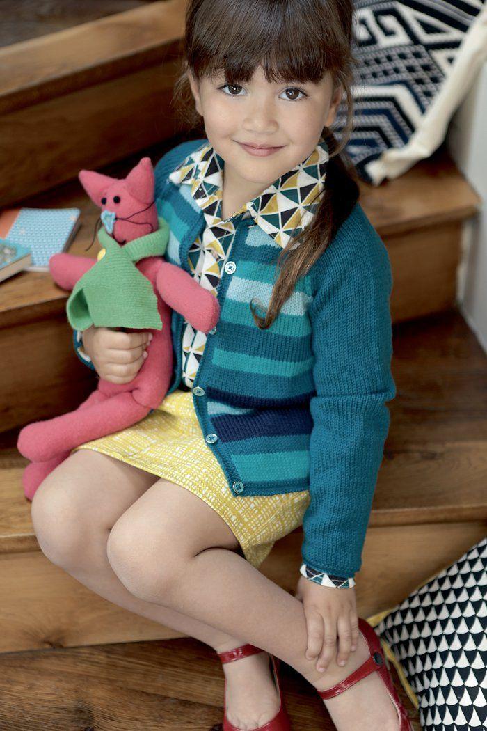 Tricoter un cardigan rayé pour une petite fille