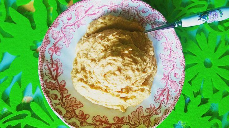 Hummus z aromatyczną papryką zapiekaną z przyprawami