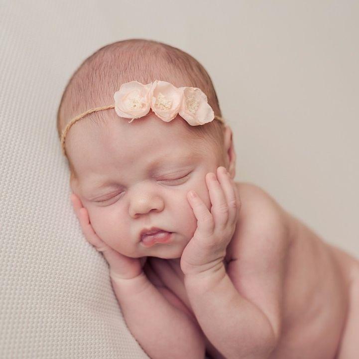Vorige week was bij mij een fantastisch gezinnetje voor een newborn shoot die ik nu aan het bewerken ben en ik moet zeggen dat I love this picture! . . . . . . . . #nederland #baby #cute #newborn #babygirl #newbornphotographer #beautiful #photography #love #instababy #pasgeborenfotografie #newbornphotography #fotografianewborn #fotografie #photo #fotograaf #newbornsession #babyphotography #fotoshoot #pasgeboren #babylove #photographer #newbornfotoshoot #newbornfotografie #photooftheday…