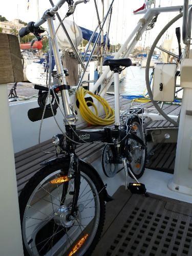 Bici #Pieghevole DAHON #Piazza con #copertoni da #fuoristrada.  Accessori: #Pompa, #colla+pezze+chiavi di #riparazione, #camera #d'aria bici #DAHON, n. 2 #copertoni da ... #annunci #nautica #barche #ilnavigatore