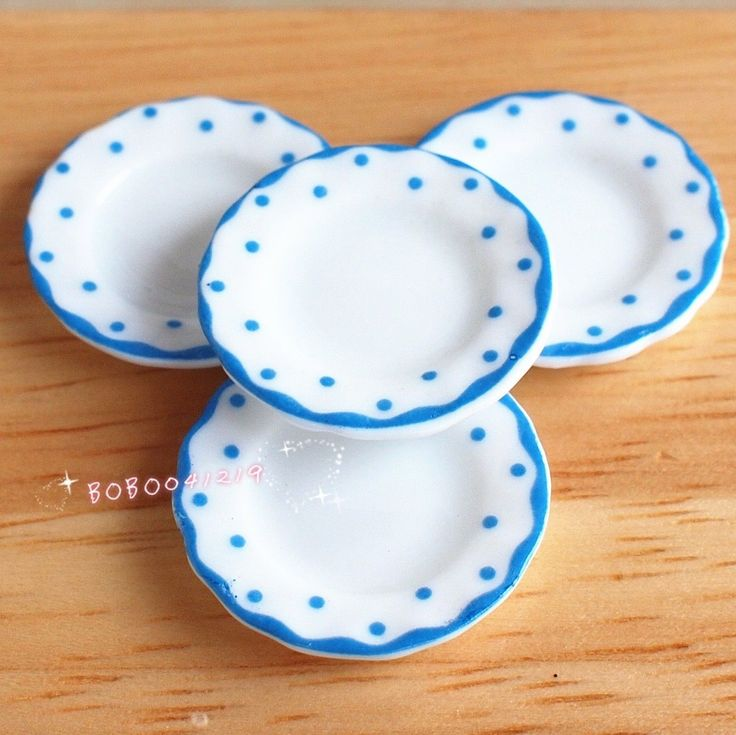3,52 - Dollhouse Miniature 1:12 Toy Kitchen 4 pcs Of Porcelaine Blue Dotted Plate DM86