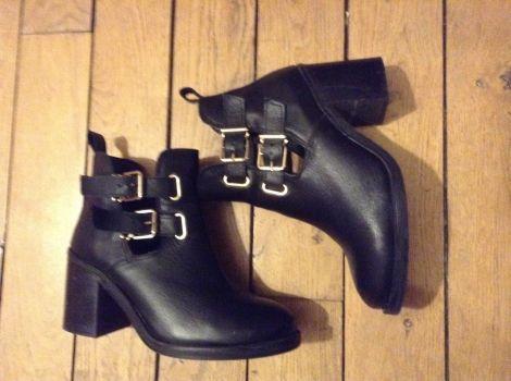 LA SCARPA Bottines & low boots à talons http://www.videdressing.com/bottines-low-boots-a-talons/la-scarpa/p-3085899.html?&utm_medium=social_network&utm_campaign=FR_femme_chaussures_bottines___low_boots_3085899