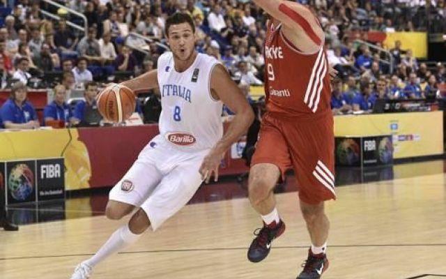 Europei di Basket brutto esordio per gli azzurri Gli uomini di Simone Pianigiani che compongono la spedizione azzurra a Berlino per gli europei di basket hanno debuttato oggi, ma tutt'altro che partita da ricordare quella degli azzurri, un esordio p #euro2015 #basket #italia