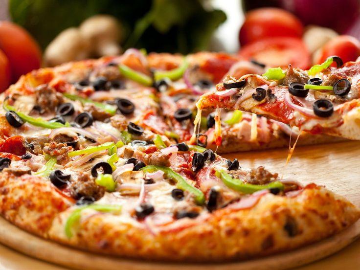 Μια κλασσική special pizza που την τρώμε ήδη με τα μάτια μας!