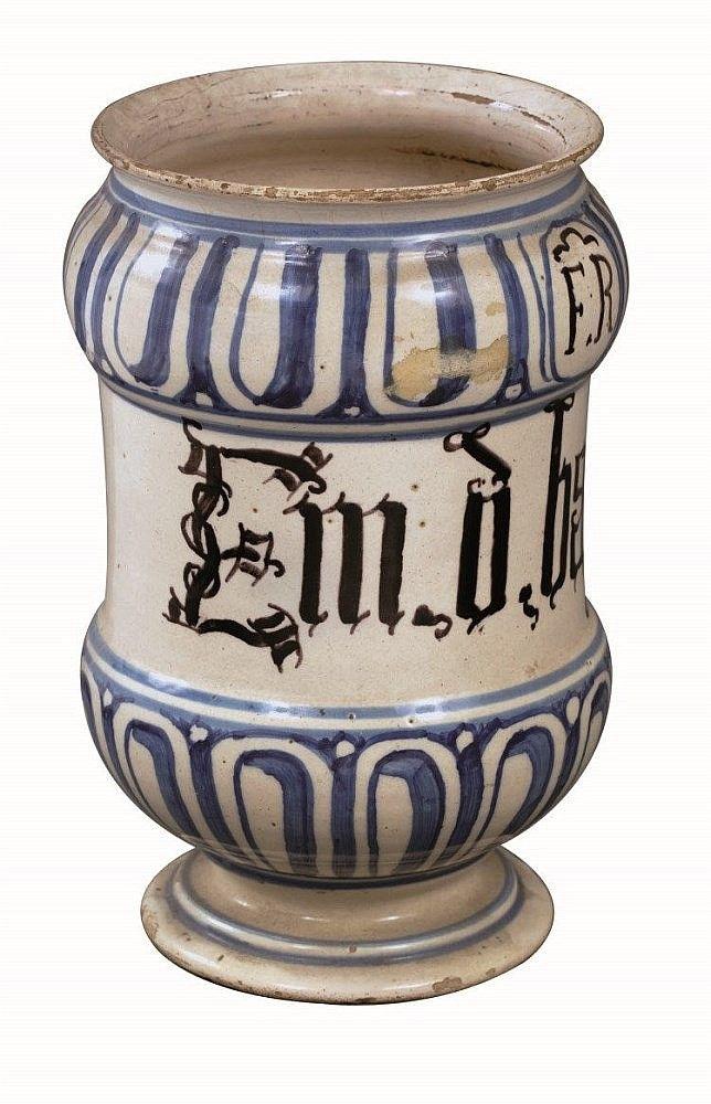 Albarello Bassano, XVIII secolo Altezza cm. 19 Decorazioni stilizzate nere e blu Provenienza: Vittorio Valabrega, Antichità. 01.03.90 € 200,00
