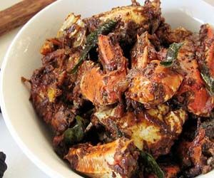 Ingredients Crabs -cleaned - 1 kg Kashmiri chilli powder - 2 tsp Coriander powder - 2 tsp Turmeric powder - 1/2 tsp Crushed pepper - 1 tsp Tamarind - small lemon size Onion - 1 Ginger - 1 inch, sliced Green chilli - 1 Garlic - 6 cloves Coconut oil...