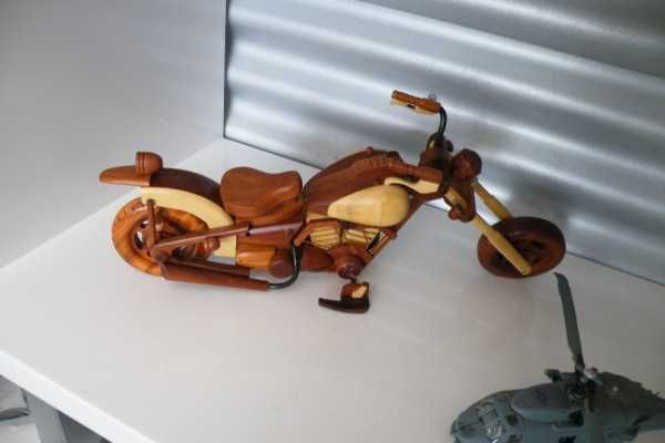 Size approx 37cm long by 15cm high.  Looking for Christmas presents? We have Wooden models ranging from these Violins, Classis Guitar and Bass Guitars, die cast aeroplanes, wooden planes, paddle steamer, right upto 800mm long ships/boats including the titanic, Emmlou, Queen Mary II! Drop in and take a browse  Aldinga Beach Motorhomes & Caravans 118 Lacey Drive Aldinga Beach SA 5173 $65.00 AUD