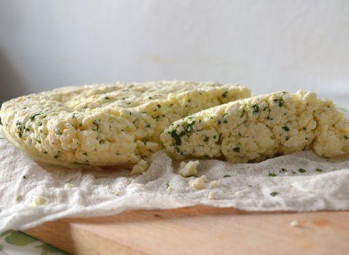 Homemade paneer (panir) - domowy ser ze świeżą miętą, najlepszy ze wszystkich domowych serów.