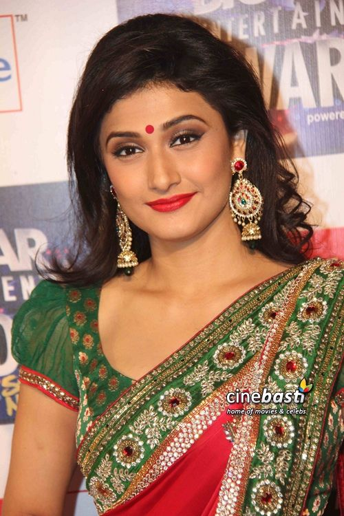 Ragini Khanna in a red and green sari. Love the bengali look!