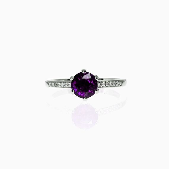 Petite Crown ring with Amethyst in Platinum